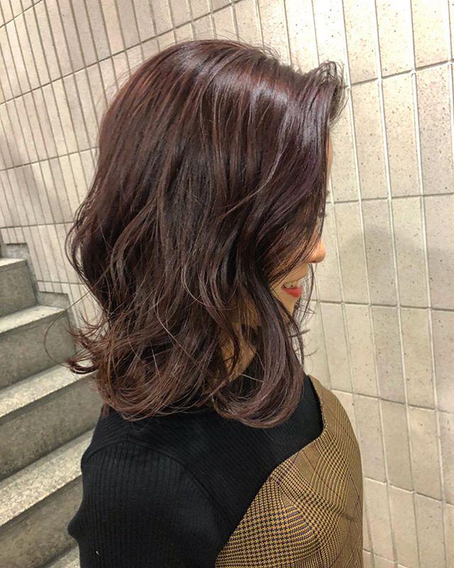 ミディアムヘア バイオレットカラー 巻き髪