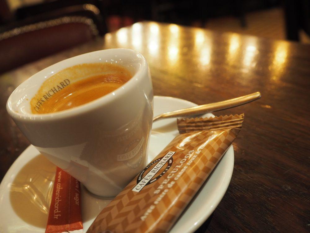 パリ モンマントルの丘 カフェ