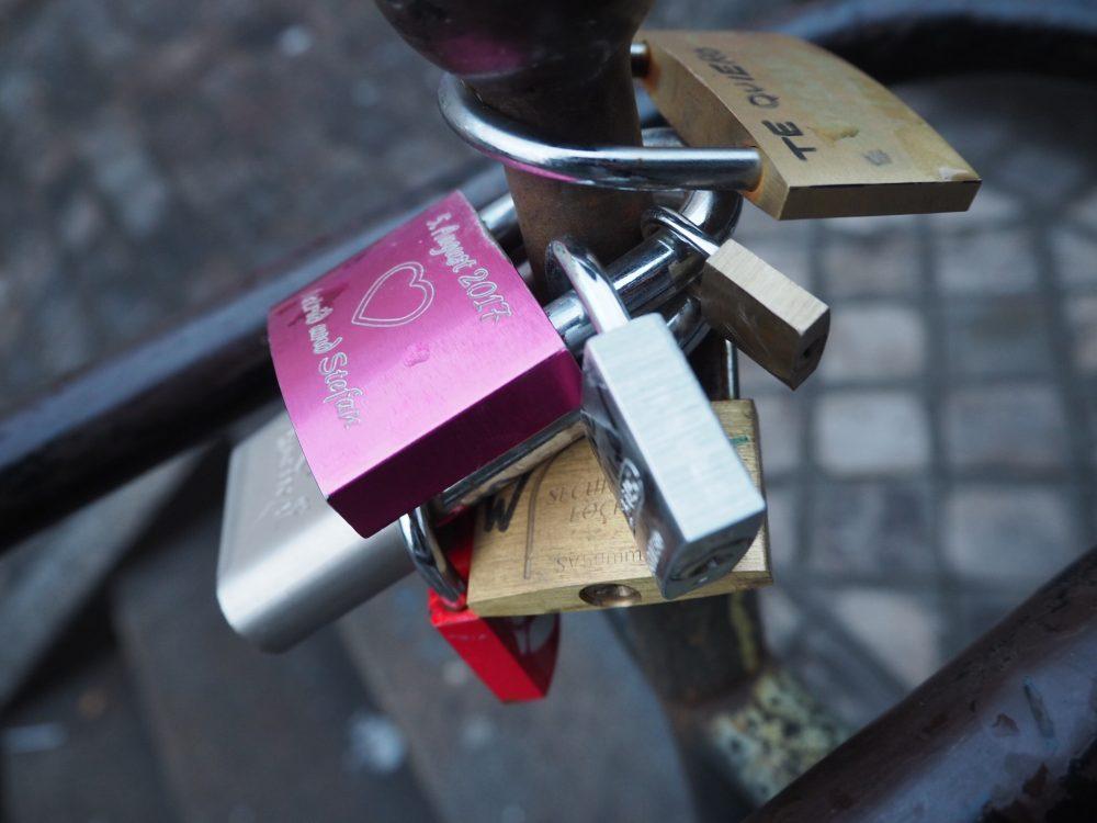 パリ 南京錠
