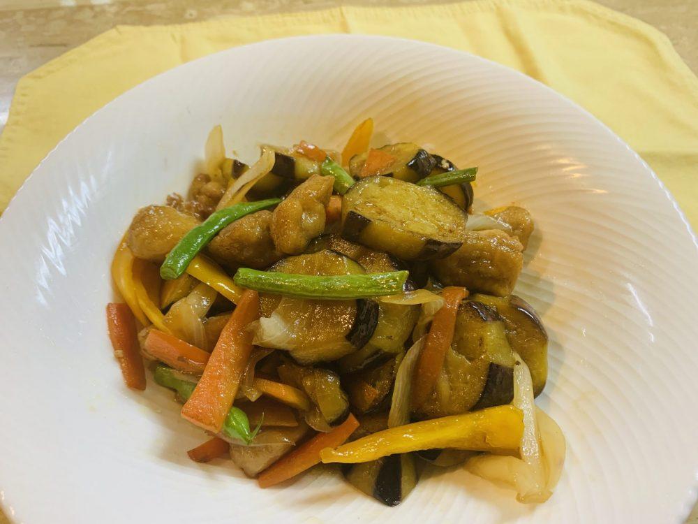 彩り野菜と揚げ鶏のさっぱり甘辛黒酢炒め