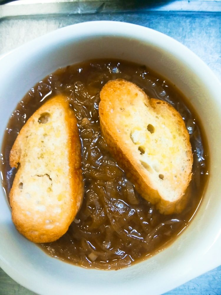 フランスパン オニオングラタンスープ 作り方
