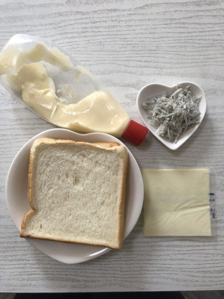 しらすマヨチーズパン 材料