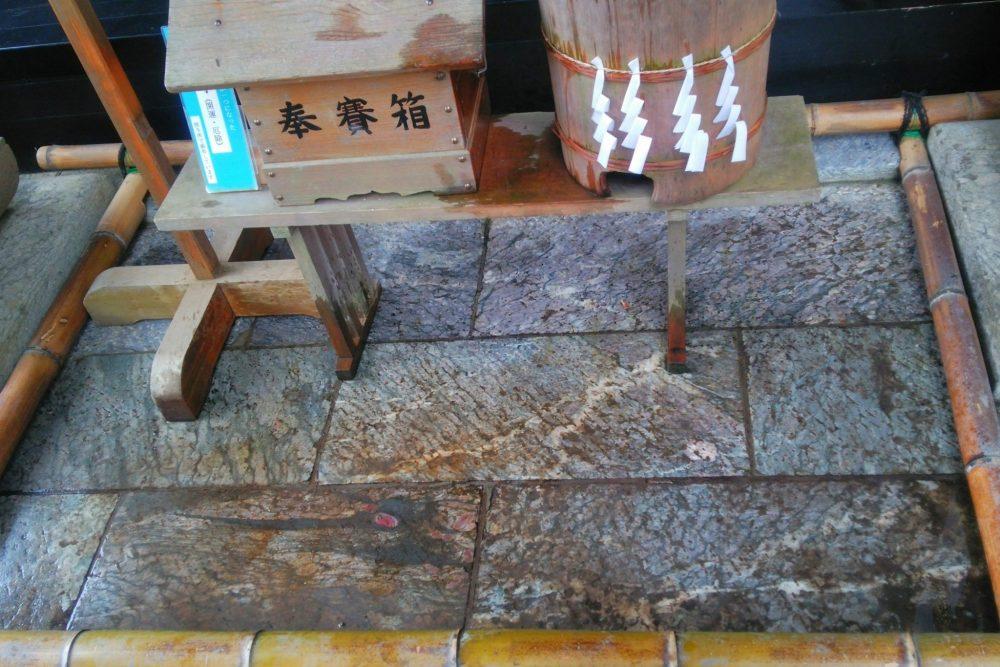 敷石 龍神 三峰神社