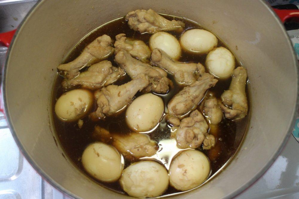 手羽元 茹でたまご 煮込み料理
