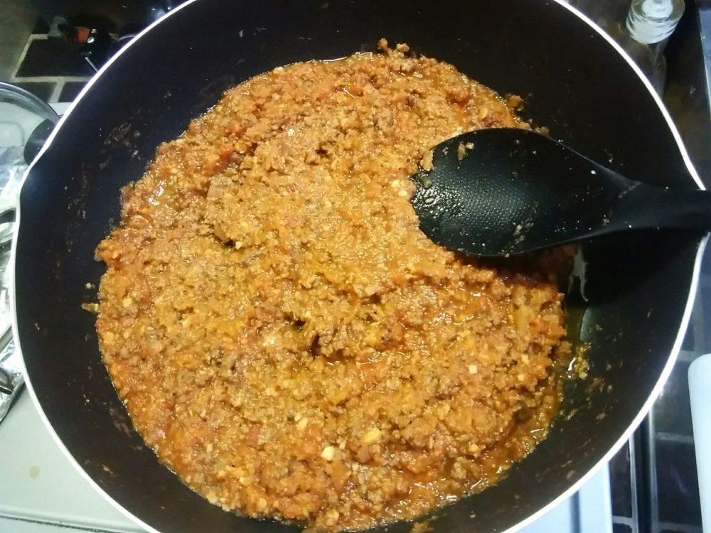 合いびき肉と調味料を煮詰める