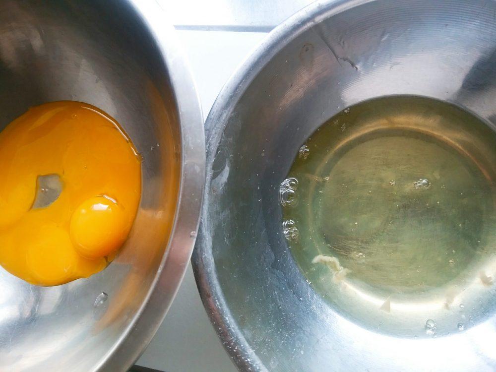 卵白と卵黄をわける